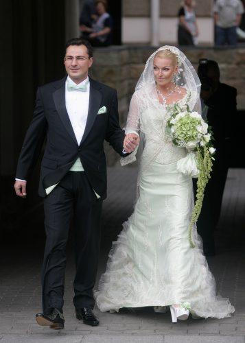 Пообещать и жениться кто из звезд должен сыграть свадьбу этим летом