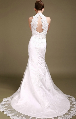 Комментарий: Мы подобрали как короткие модели, так и длинные, пышные, свадебные платья с кружевной спиной, рукавами или корсетом