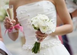 kak-stirat-svadebnoe-plate